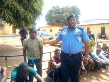 the-police-commissioner-bishi-parade-the-suspects-at-commands-headquarters-in-makurdi-489x367560636519.jpg