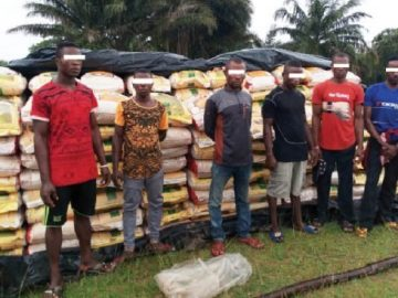navy-arrests-6-seizes-416-bags-of-contraband-rice-568x3678281891403408791895.jpg