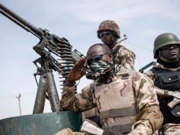 soldiers-653x3654101507126105078071.jpg