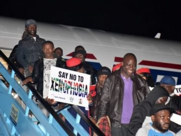nigerian-returnees-from-south-africa8-653x365825066978605969851.jpg