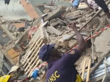 collapsed-building-site-in-ojuelegba-area-of-lagos-653x3657485047951291823800.jpg