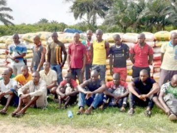 navy-arrests-24-suspects-seizes-1831-bags-of-rice-600x29750350326437526172.jpg