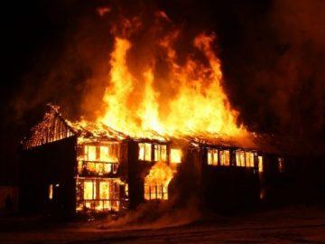 fire-houses-burnt-551x3671709045030046812135.jpg